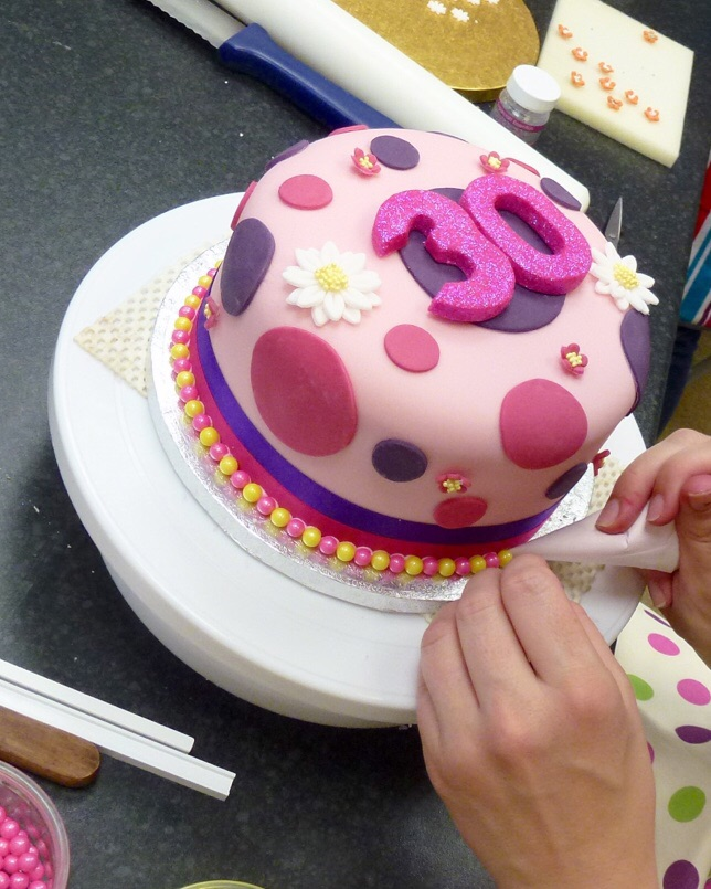 Beginners cake decorating level 1 karen 39 s cakes for How to decorate a cake for beginners